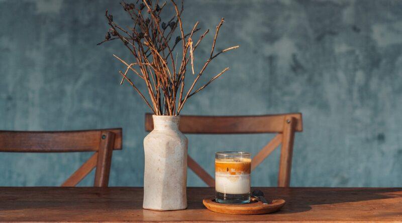 vase sur table de salon